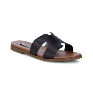 STEVE MADDEN Dariella Black Leather Sandals